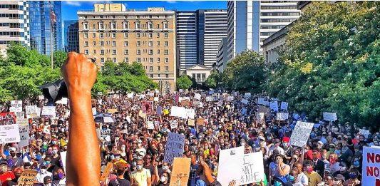"""Nashville, Tenn., May 30 -""""I can't breath"""" rally at the Legislative Plaza in Nashville. (Photo: Odessa Kelly)"""