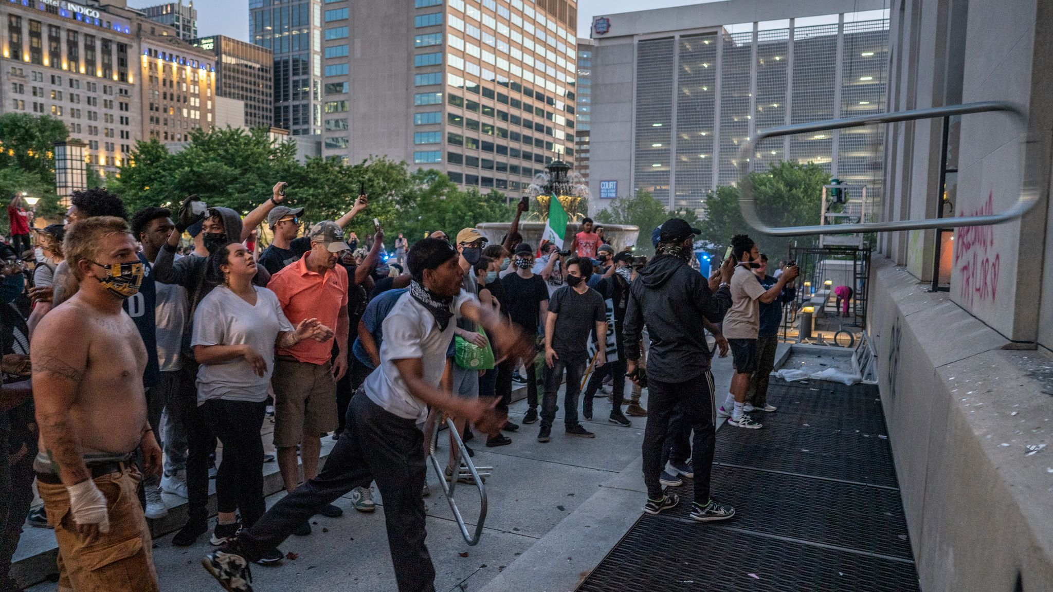 Nashville, Tenn., May 30 - Protestors throw objects at Historic Metro Courthouse windows. (Photo: John Partipilo)