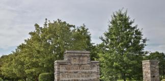 Main entrance to Aquinas College in Nashville. (Photo: Aquinas College)