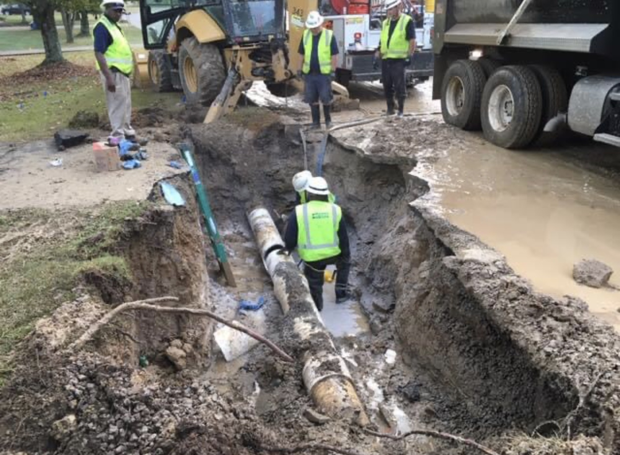 Metro Water Department employees repair a broken water main in September 2019. (Photo: Metro Water Services)