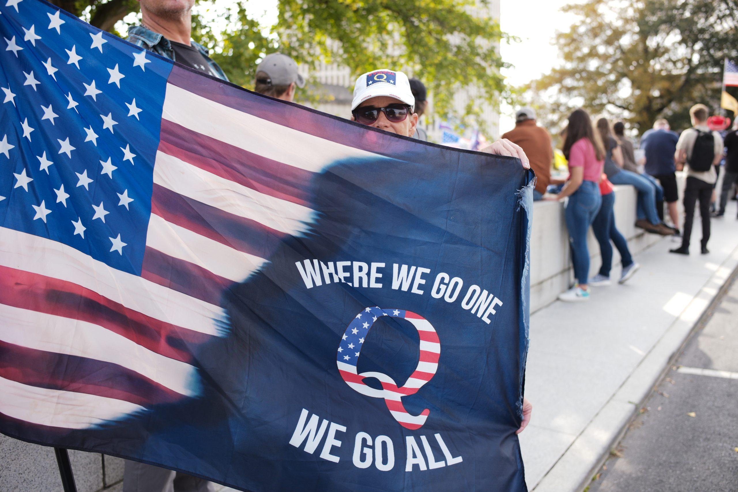 A hybrid American-QAnon flag. (Photo: Ray Di Pietro)