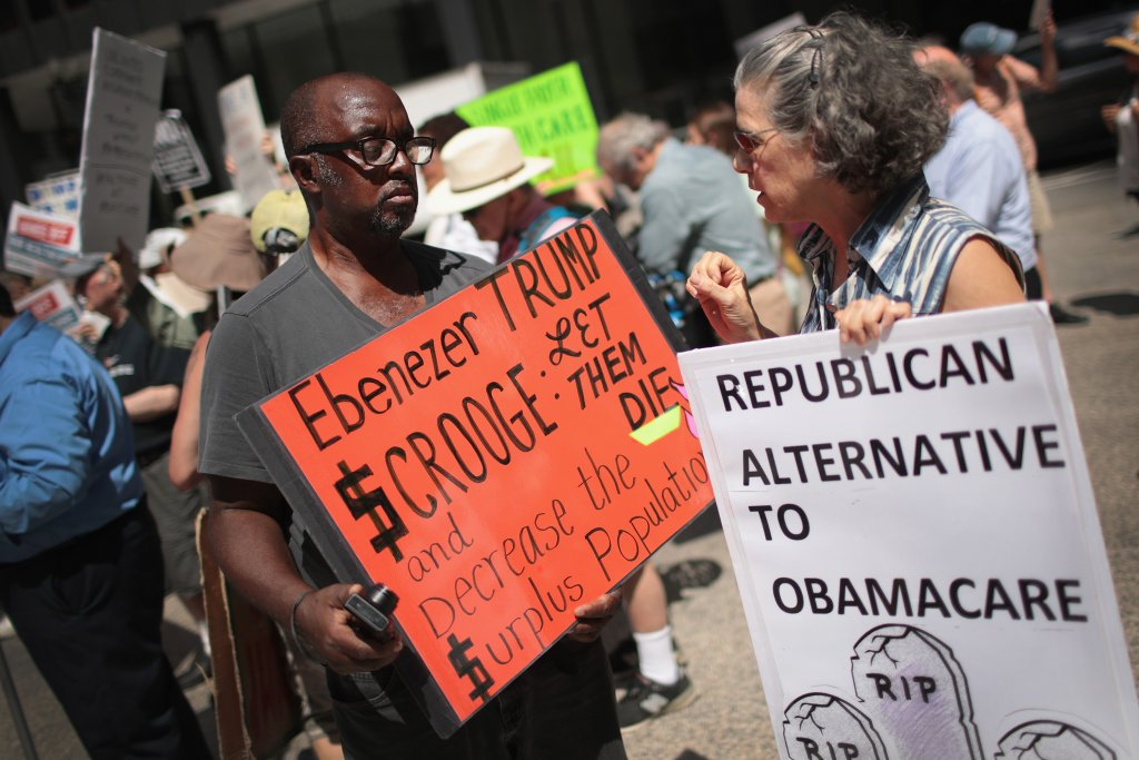Demonstrators protest changes to the Affordable Care Act on June 22, 2017 (Photo: Scott Olson/Getty Images)