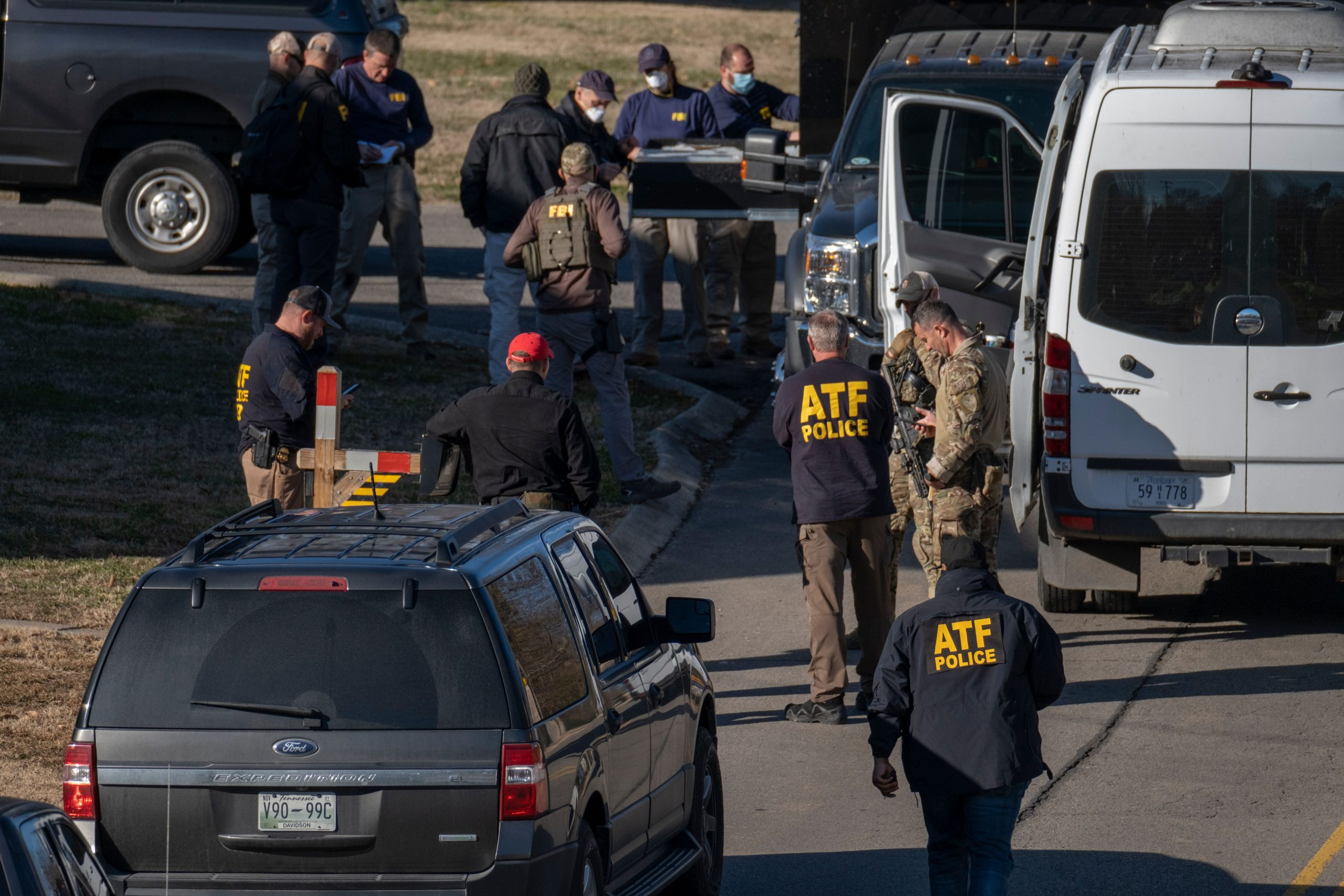 Agents from the FBI and ATF converge at a residence in South Nashville looking for evidence in the Christmas Day RV bombing. (Photo: John Partipilo)