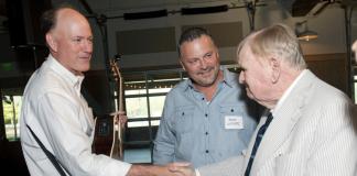 Steve Dickerson, left, talks with the late Sen. Douglas Henry. (Photo: votestevedickerson.com)