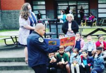 Metro Nashville Police Chief Diversity Officer Capt. Carlos Lara reads to students at Stratford Elementary School on March 24. (Photo: MNPD)