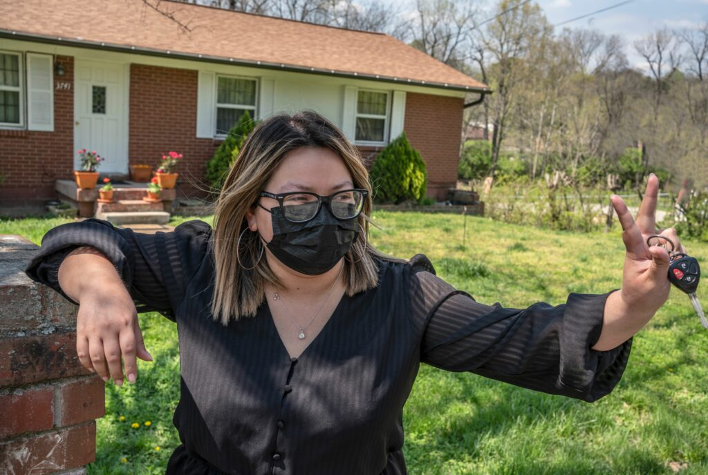 Sandra Sepulveda, who represents Nashville's District 30 on Metro Council, throws a peace sign to a neighbor outside her home in South Nashville. (Photo: John Partipilo)