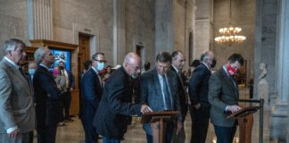 Legislators in the Tennessee Capitol during a break in the final day of session. (Photo: John Partipilo)