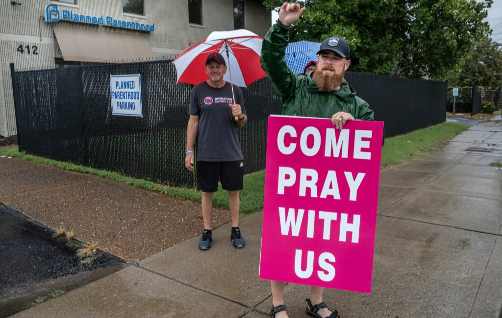 Bo Linam, right, with sign, and Mike Washington protest outside the patient entry to Planned Parenthood's Nashville Clinic. (Photo: John Partipilo)